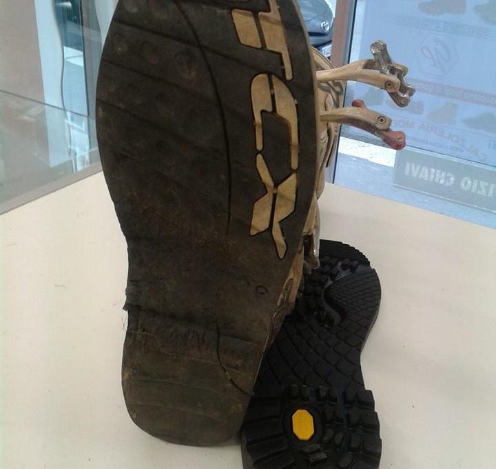risuolatura scarpa moto